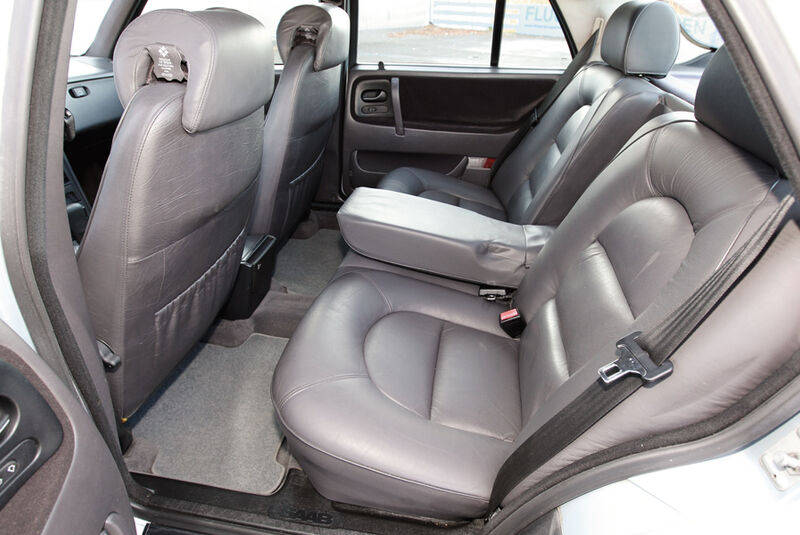 Saab 9000 CD, Rücksitze