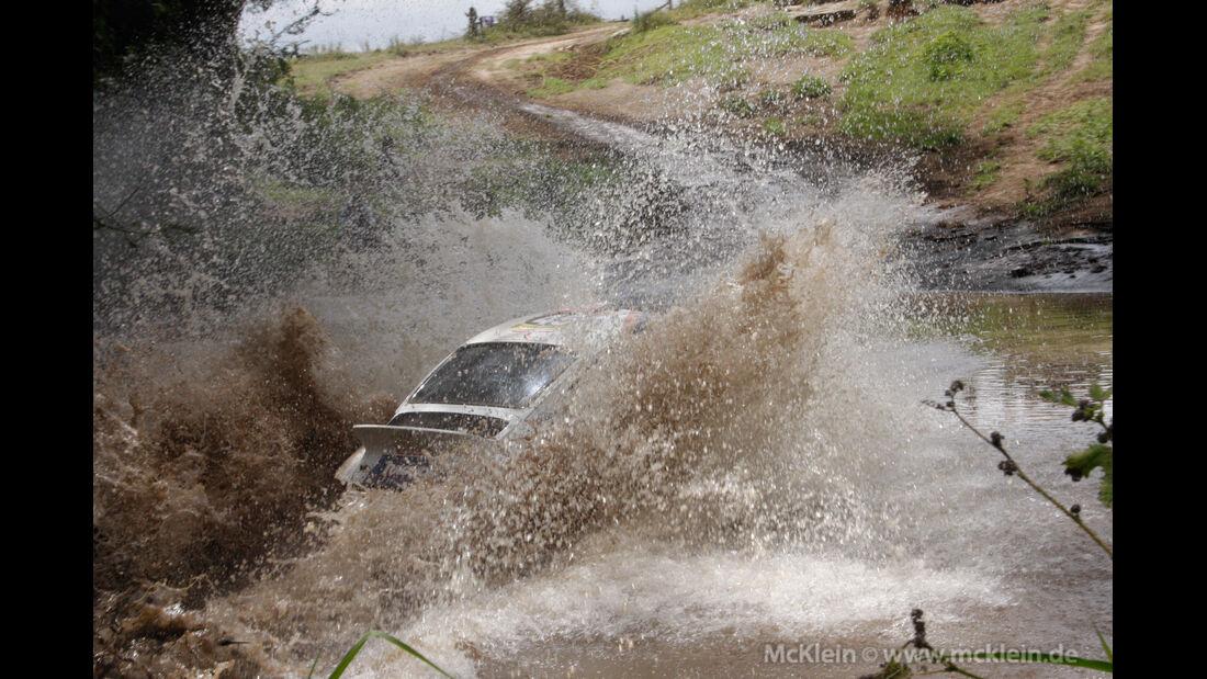 Safari-Revival Ostafrika, Porsche 911, Wasserdurchfahrt