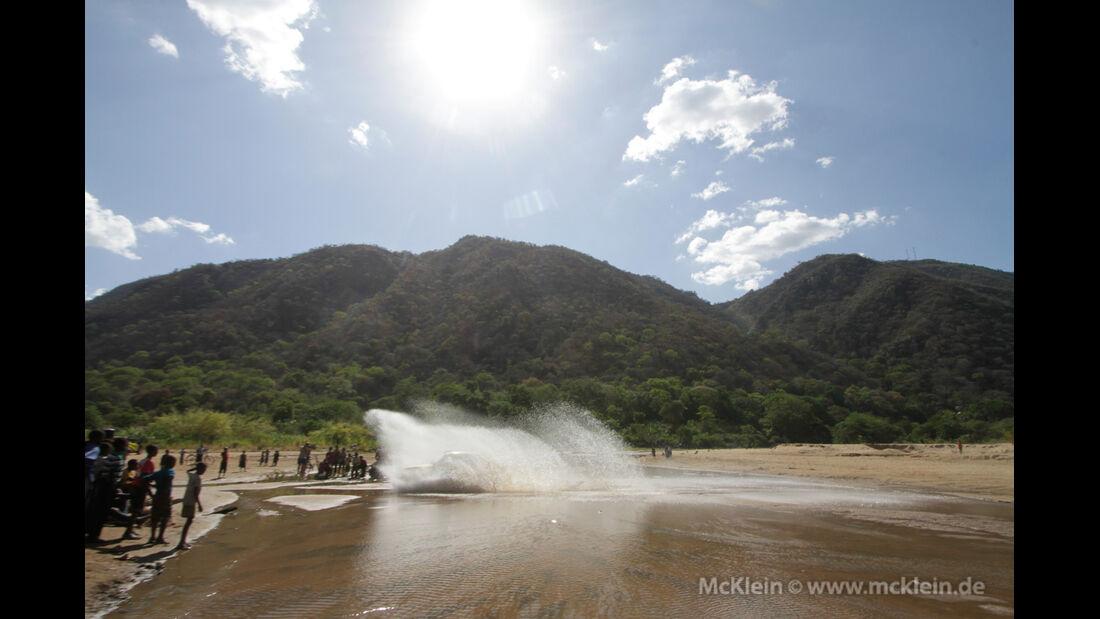 Safari-Revival Ostafrika, Wasserdurchfahrt