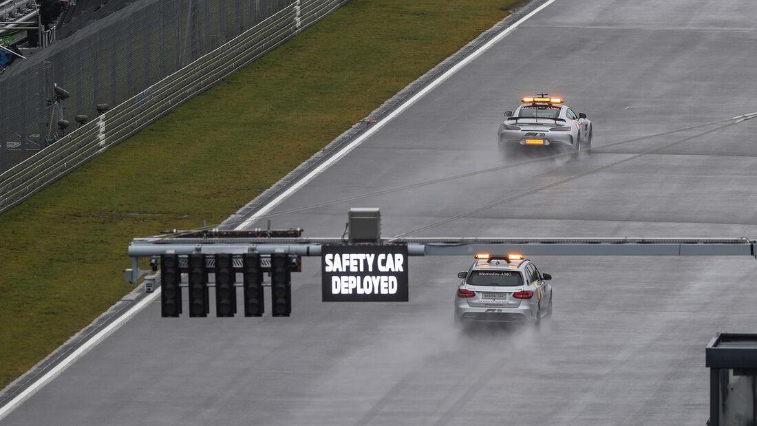 [Imagen: Safety-Car-Formel-1-GP-Eifel-Nuerburgrin...731417.jpg]