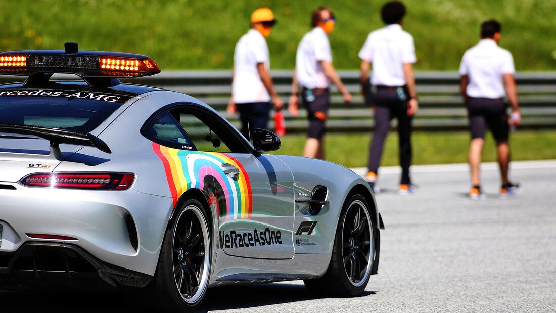 [Imagen: Safety-Car-Formel-1-GP-Oesterreich-Spiel...703434.jpg]