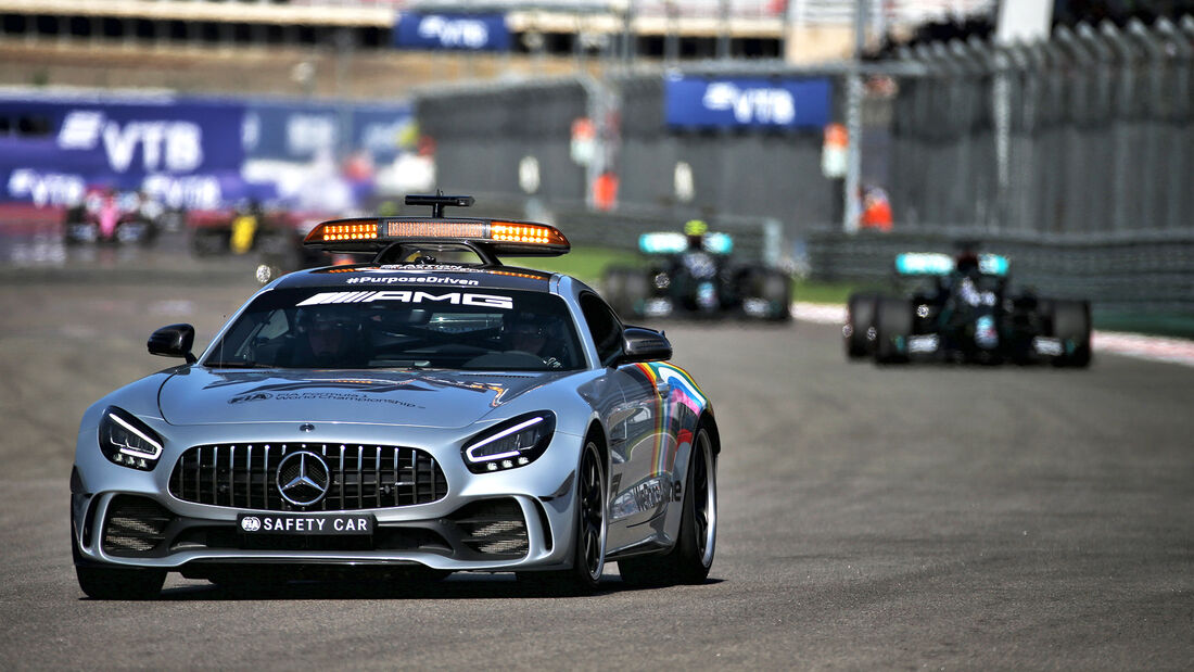 [Imagen: Safety-Car-GP-Russland-Sotschi-Formel-1-...727331.jpg]