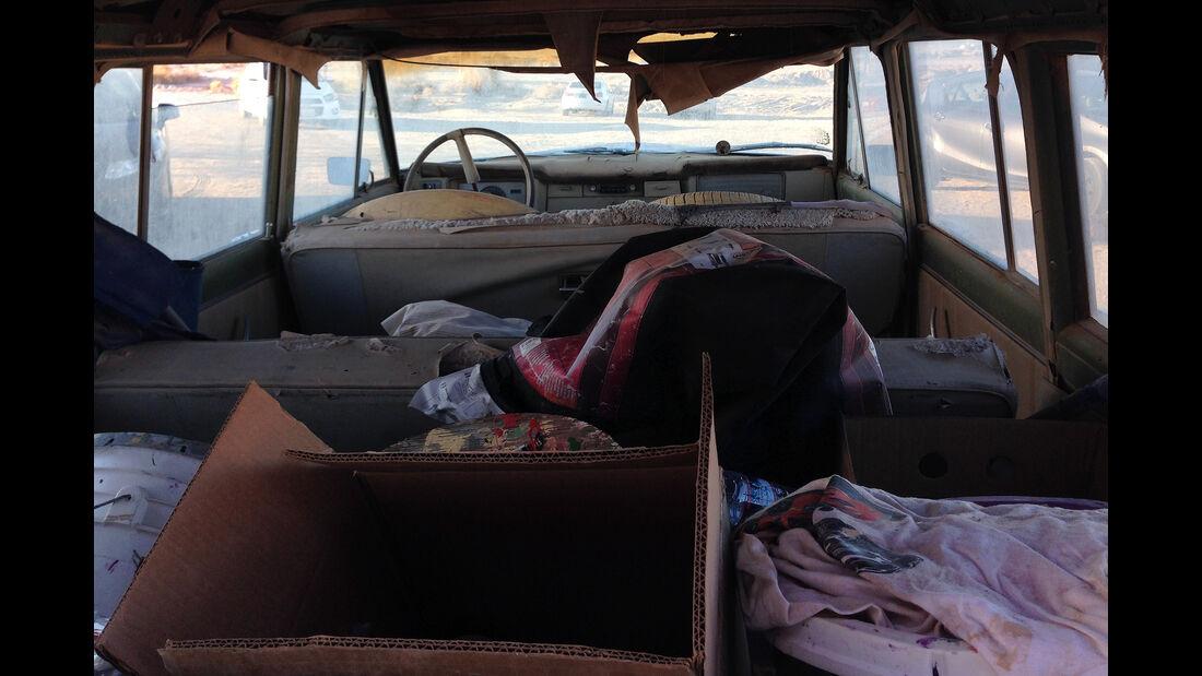 Salvation Mountain Cars, Jeep Grand Wagoneer