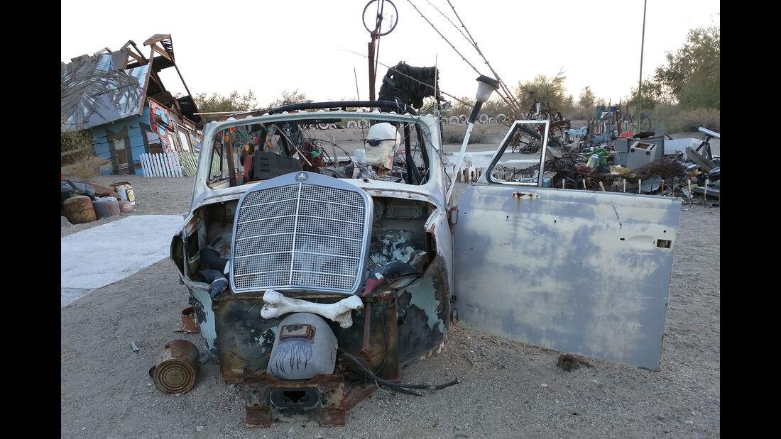 Salvation Mountain Cars, Slab City, East Jesus, VW Käfer Cabrio
