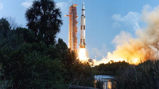 Saturn 5 Rakete, Apollo Programm