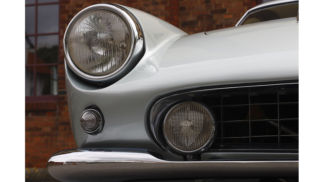 Scheinwerfer des Ferrari 400 Superamerica Aerodinamico Coupé