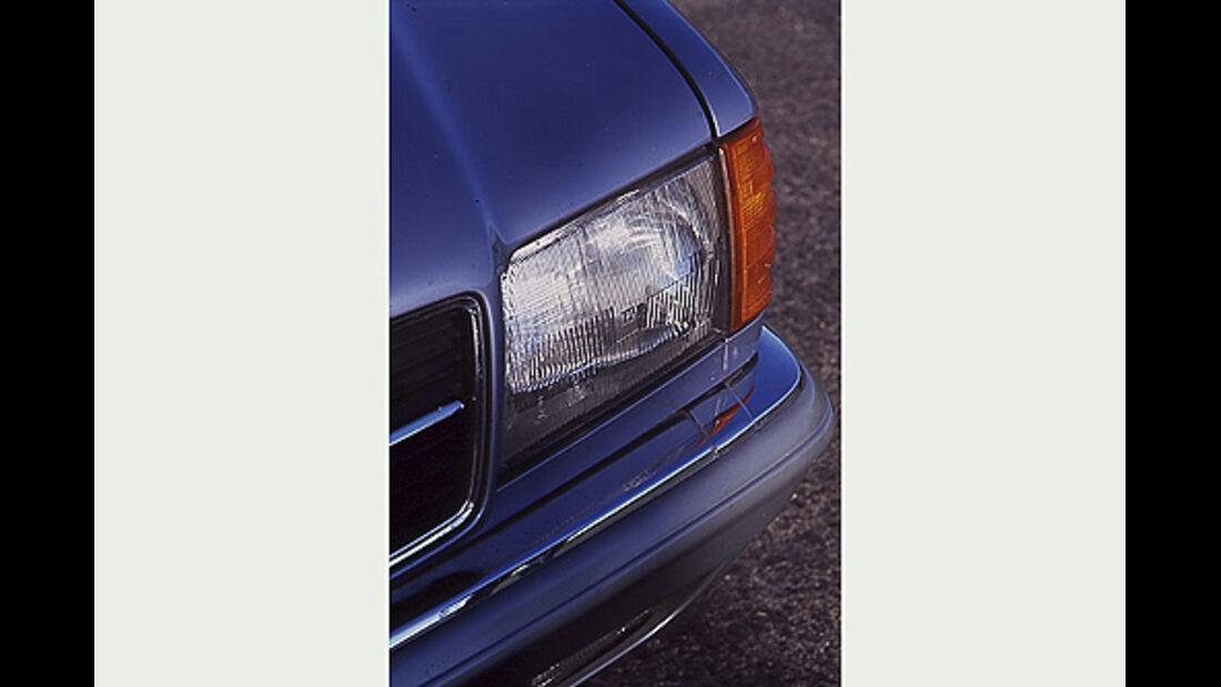 Scheinwerfer und Blinker des Mercedes-Benz 380 SEC