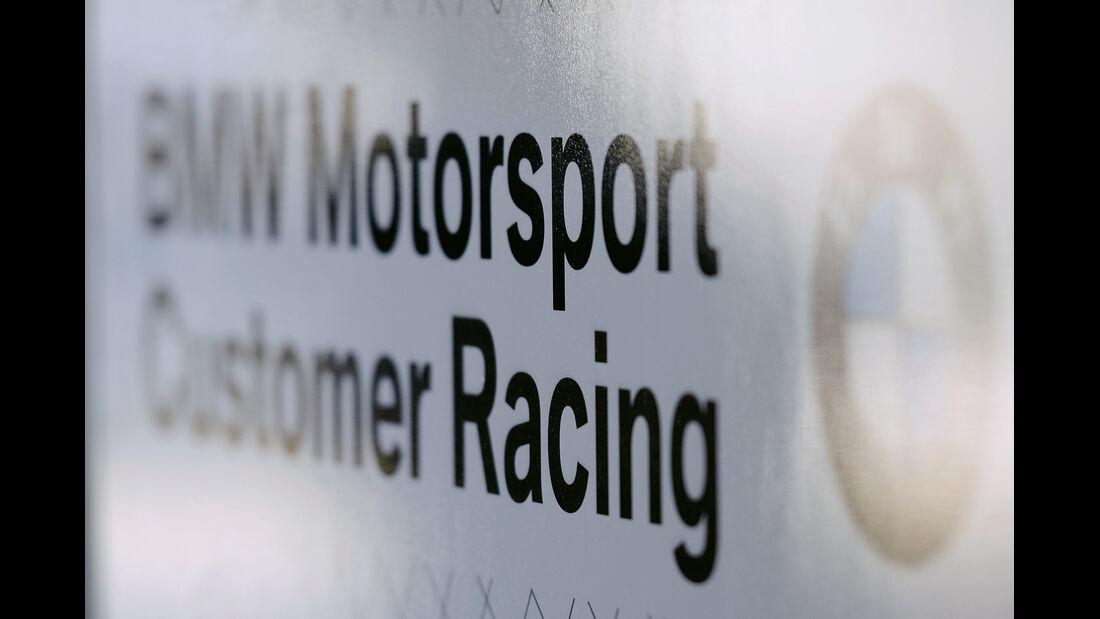 Schild, BMW Motorsport Customer Racing