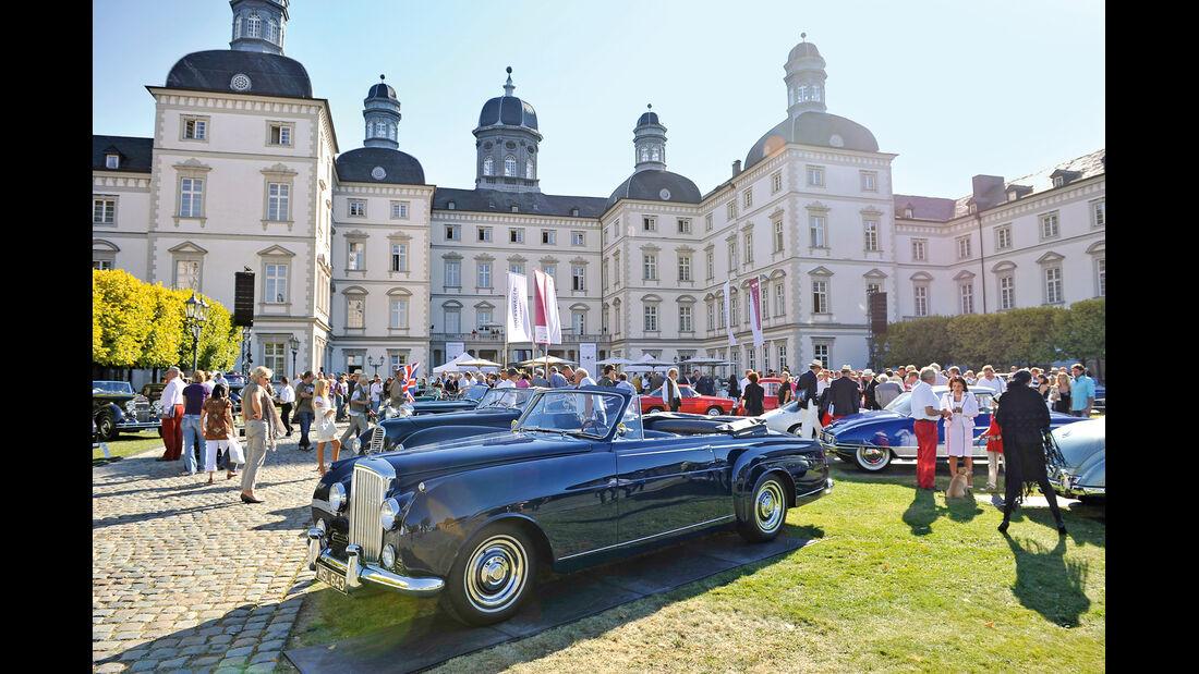 Schloß Bensberg, Bentley S1 DHC, Seitenansicht