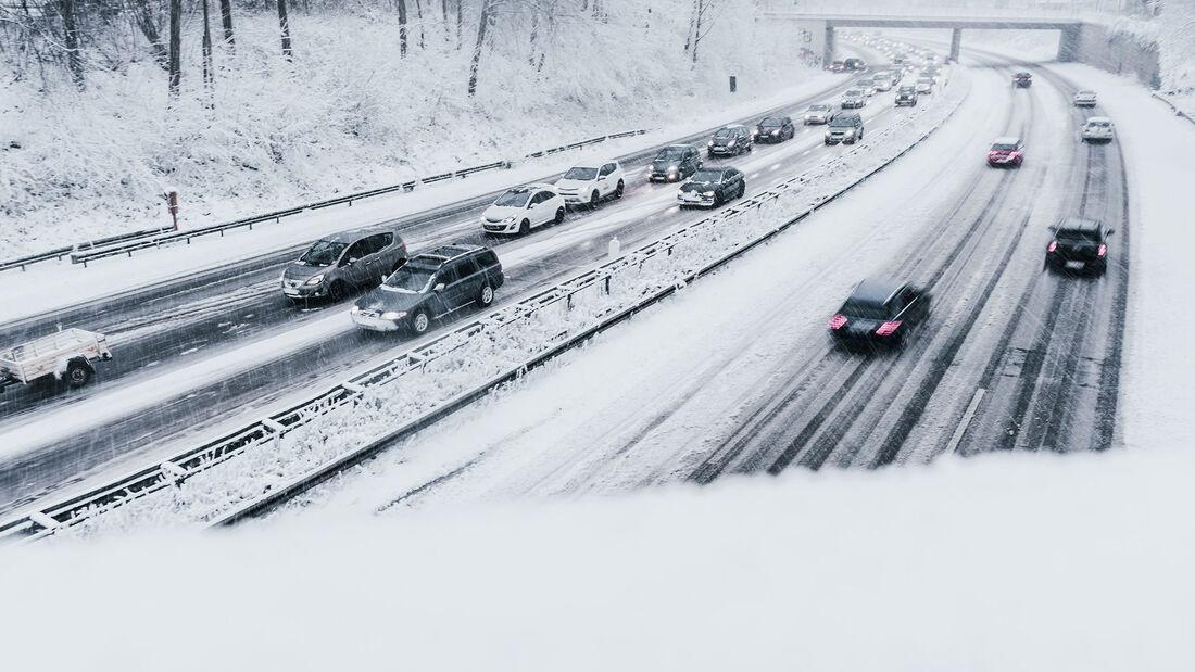 Schnee Winter Straße Autobahn Pkw Stau