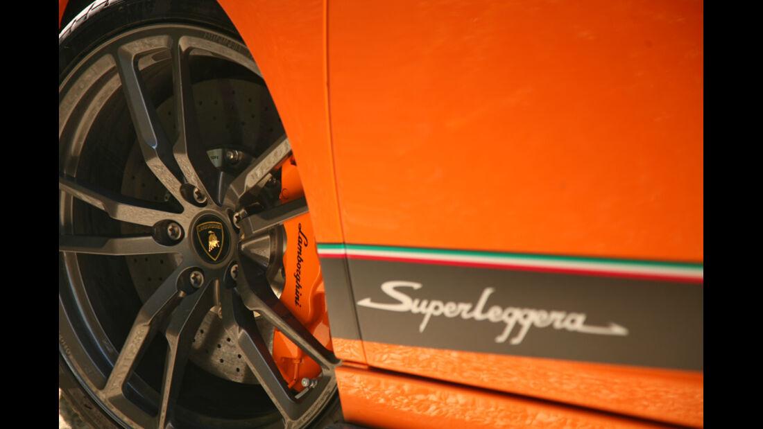 Schriftzug und Vorderrad des Lamborghini Gallardo LP 570-4 Superleggera
