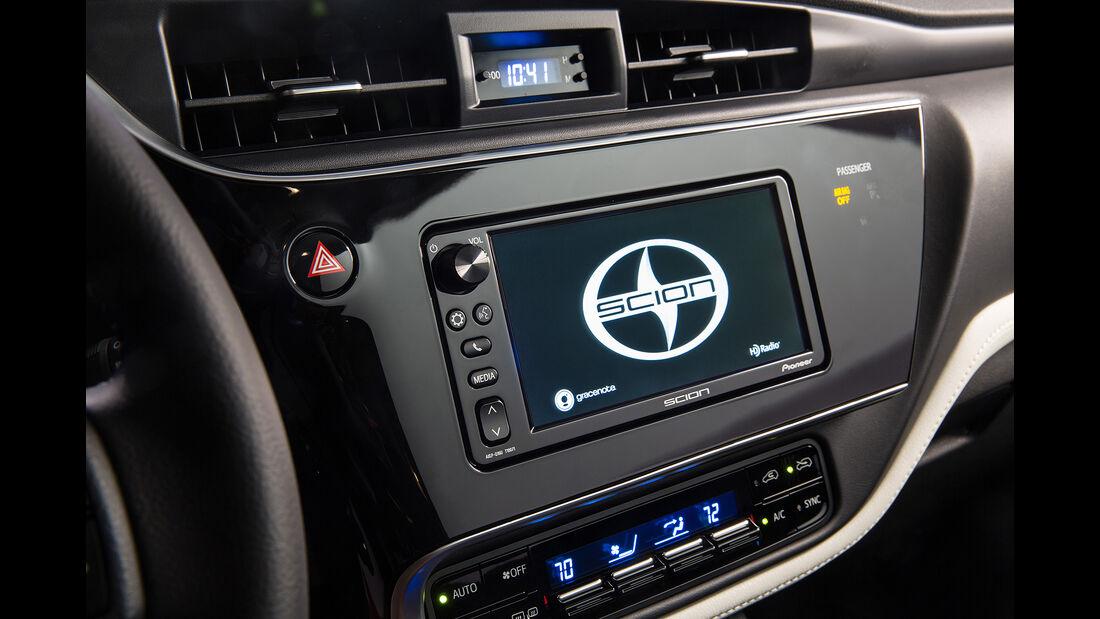 Scion iM, Toyota Auris USA, New York Auto Show 2015