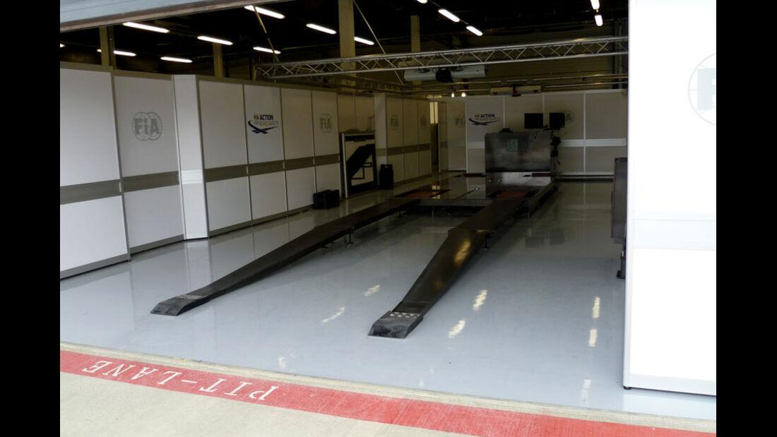 Scrutineering - GP England - Silverstone - Do. 7. Juli 2011