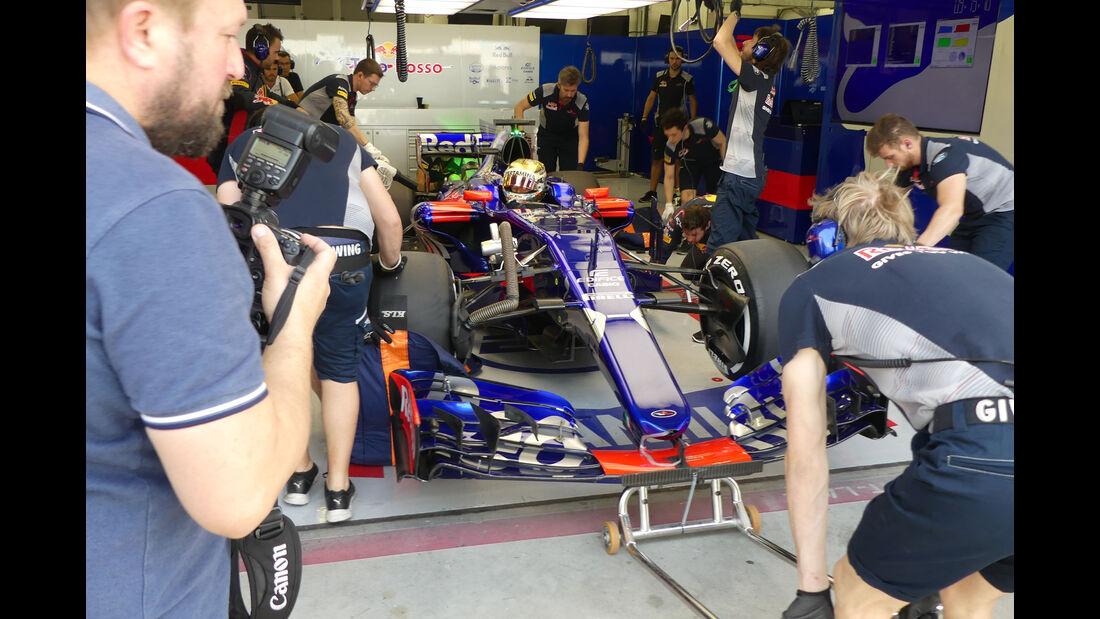 Sean Gelael - Toro Rosso - Formel 1 - Testfahrten - Bahrain International Circuit - Dienstag - 18.4.2017