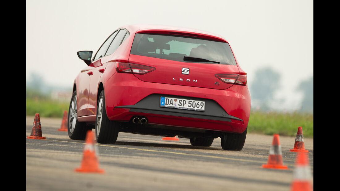 Seat Leon 1.4 TSI, Heckansicht, Slalom