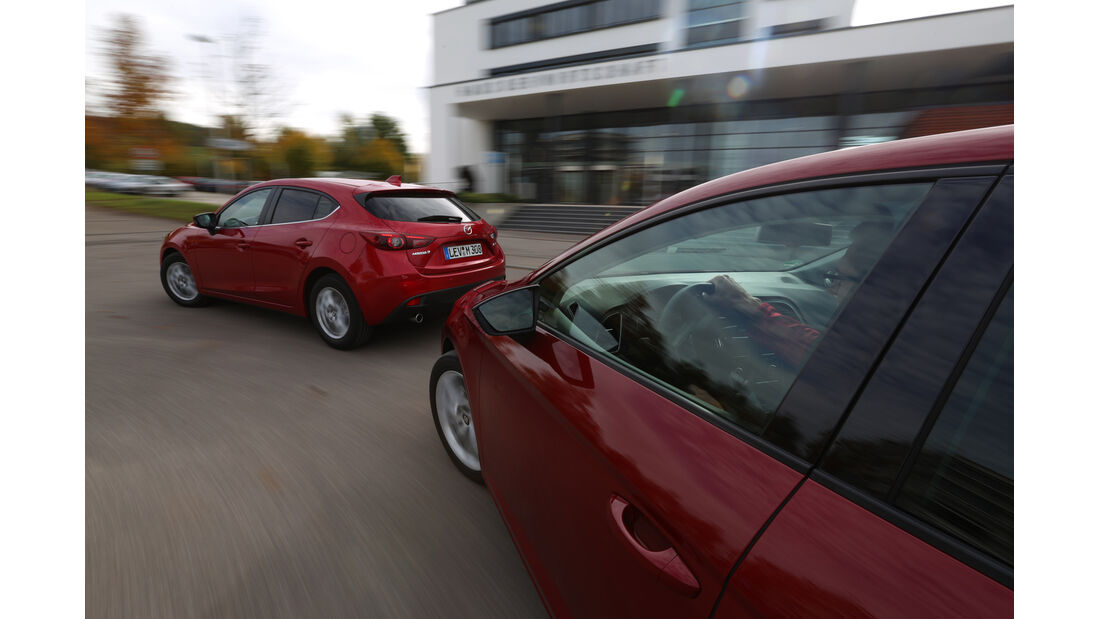 Seat Leon 2.0 TDI, Mazda 3 Skyaktiv D 150, Seitenlinie, Kurvenfahrt