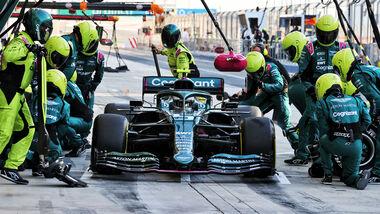 Sebastian Vettel - Aston Martin - Formel 1 - Test - Bahrain - 14. März 2021