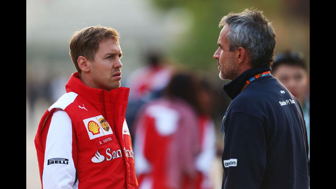 Sebastian Vettel (Ferrari) & Beat Zehnder (Sauber) - Formel 1 - GP China - Shanghai - 10. April 2015
