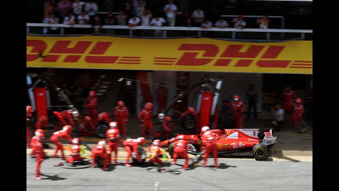 Sebastian Vettel - Ferrari Boxenstopp - Formel 1 - GP Spanien - 14. Mai 2017