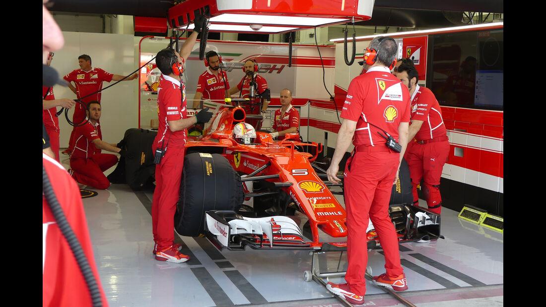 Sebastian Vettel - Ferrari - Formel 1 - Testfahrten - Bahrain International Circuit - Dienstag - 18.4.2017