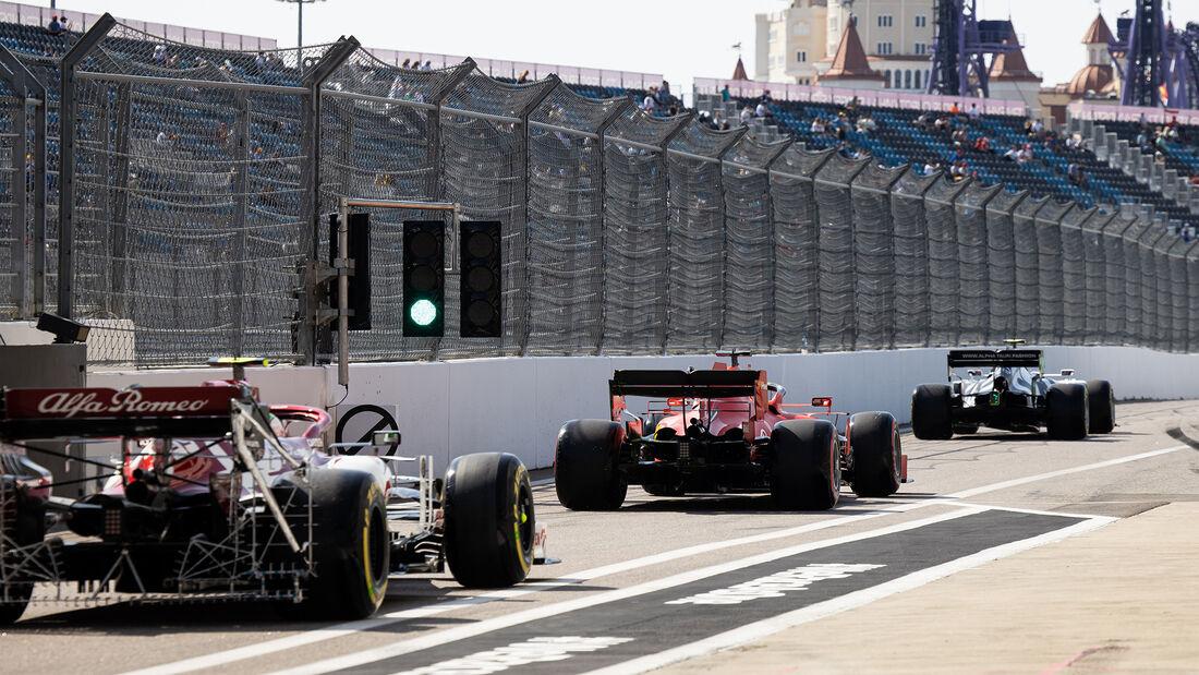 [Imagen: Sebastian-Vettel-Ferrari-GP-Russland-Sot...726719.jpg]