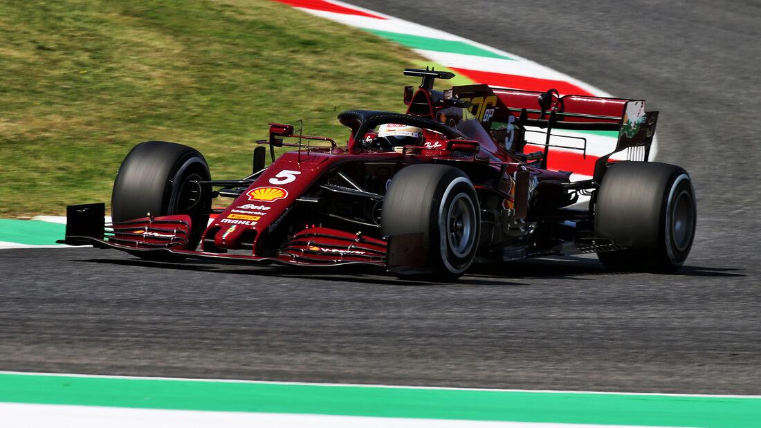 [Imagen: Sebastian-Vettel-Ferrari-GP-Toskana-Muge...722599.jpg]