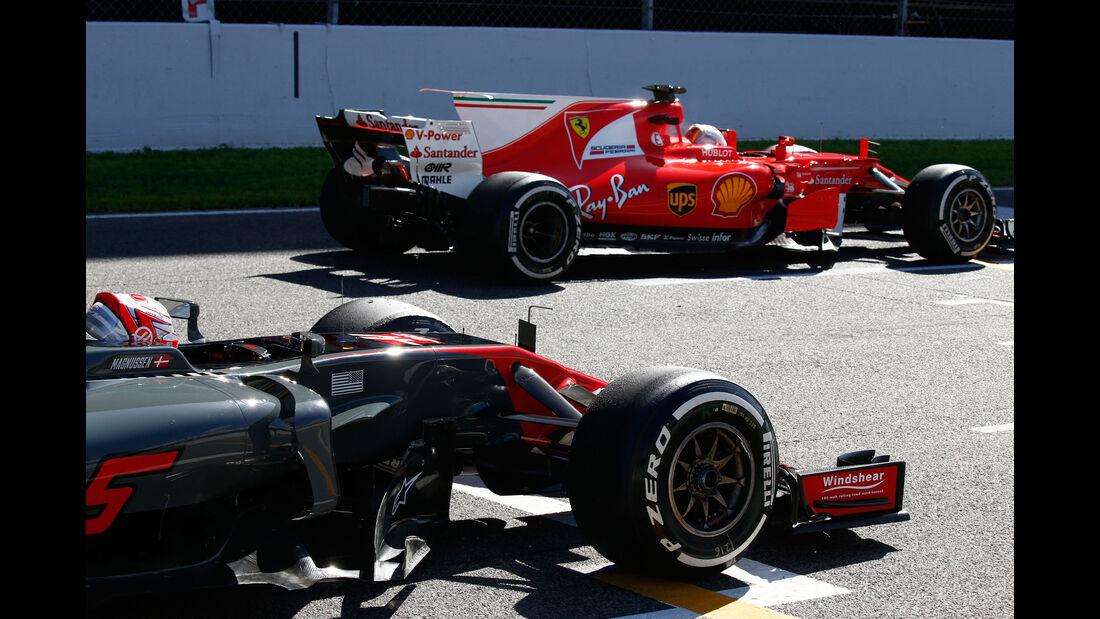 Sebastian Vettel - Ferrari - Kevin Magnussen - HaasF1 - Testfahrten - Barcelona