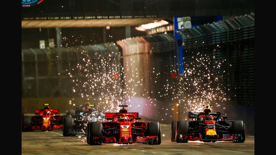 Sebastian Vettel - Ferrari SF71H - Max Verstappen - red Bull RB14 - GP Singapur 2018