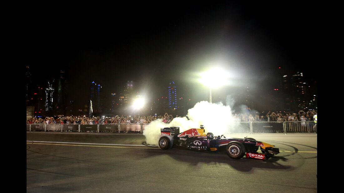 Sebastian Vettel - Formel 1 - Showrun - Dubai - 19. November 2014