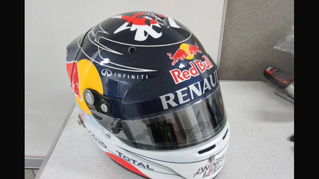 Sebastian Vettel GP Japan Helm 2011