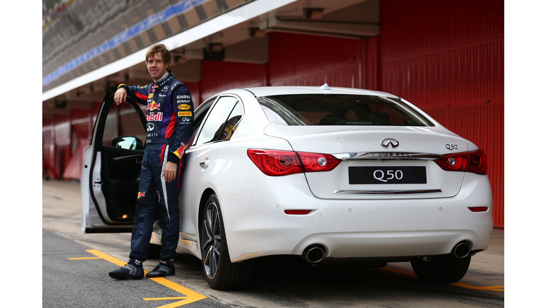 Sebastian Vettel Infiniti Q50 2013