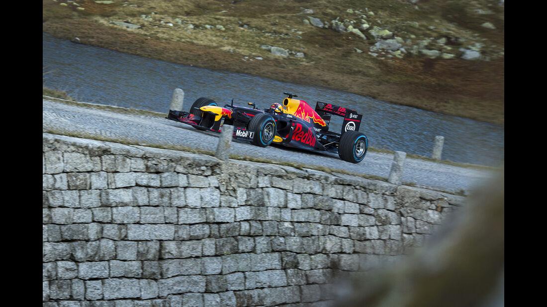 Sebastien Buemi - Red Bull - Showrun - Gotthard-Pass - RB8 - 2017