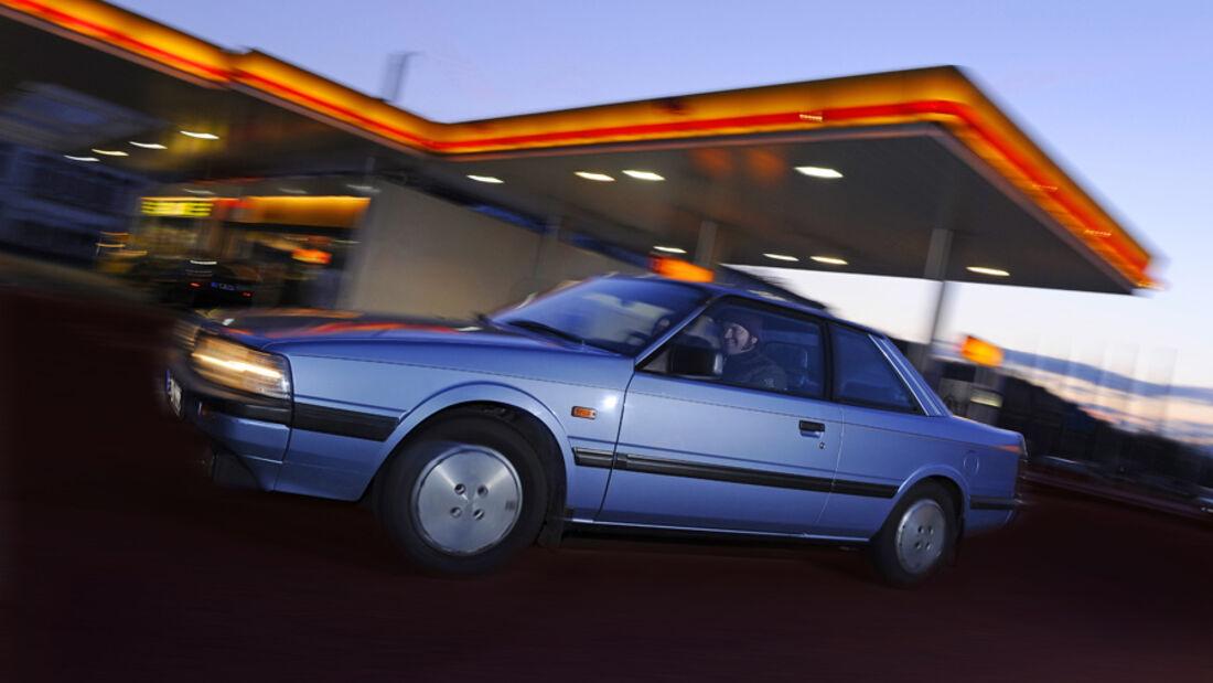 Seitenansicht des Mazda 626 Coupé 2.0 GLX, Baujahr 1983