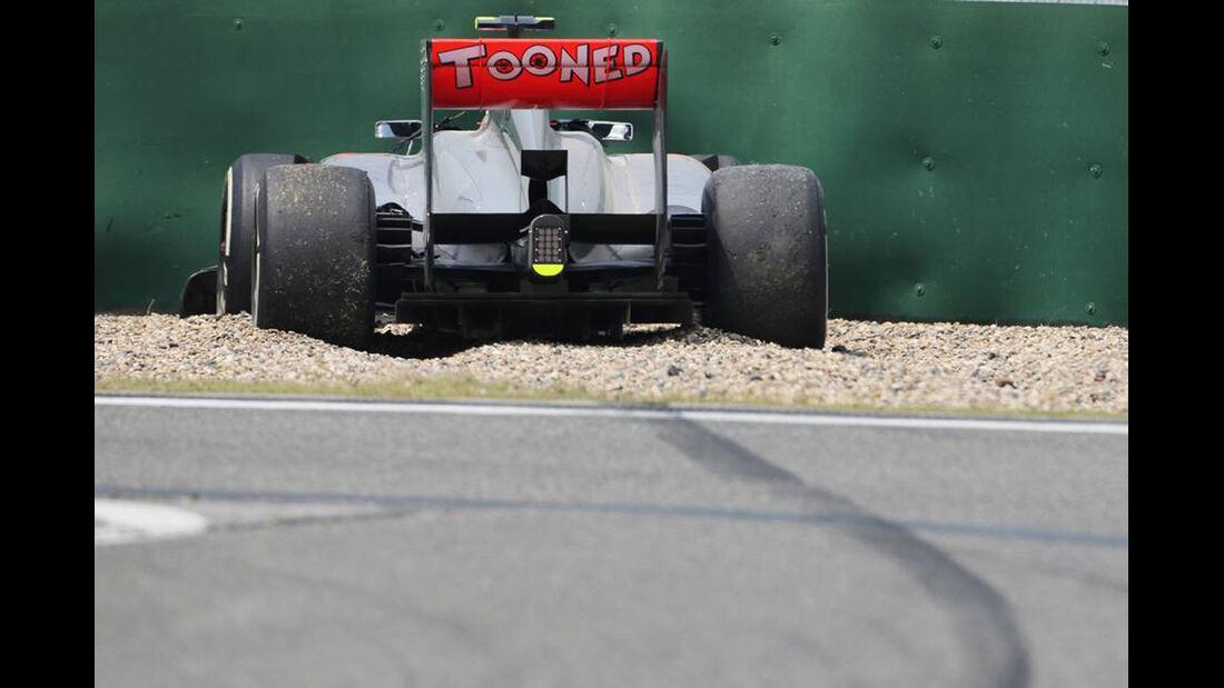 Sergio Perez Crash - Formel 1 - GP China - 12. April 2015