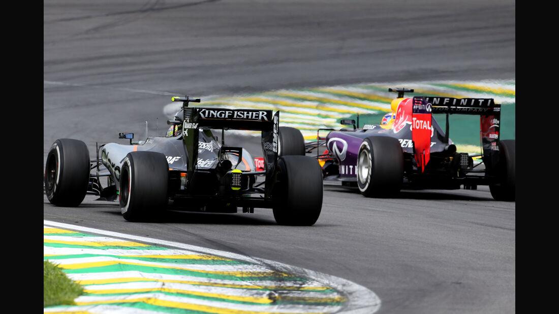 Sergio Perez - Force India - Daniil Kvyat - Red Bull - Formel 1 - GP Brasilien- 15. November 2015