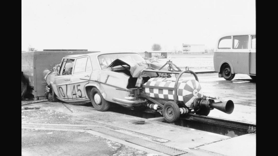 Sicherheitstechnik, Crashtest, Frontalcrash, Mercedes W108