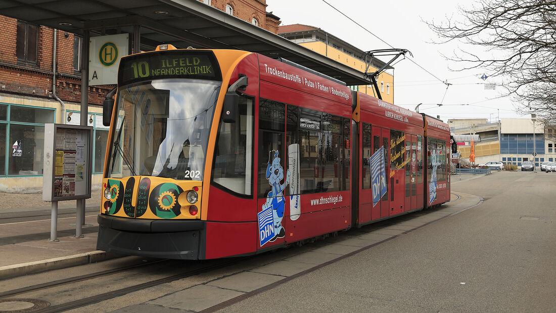 Siemens Combino Duo Straßenbahn mit BMW Dieselmotor
