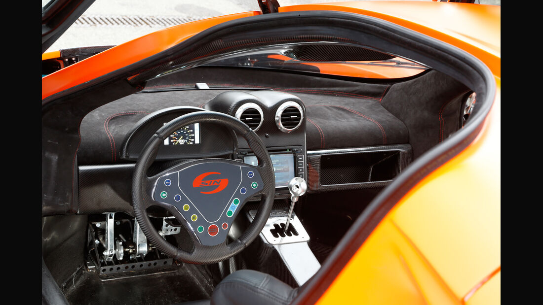 Sin Cars Sin R1, Cockpit, Lenkrad