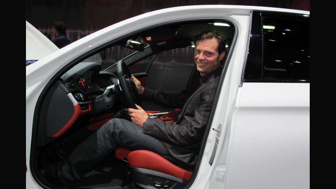 Sitzprobe auf der IAA 2011 in Frankfurt - Alexander Bloch im BMW i3