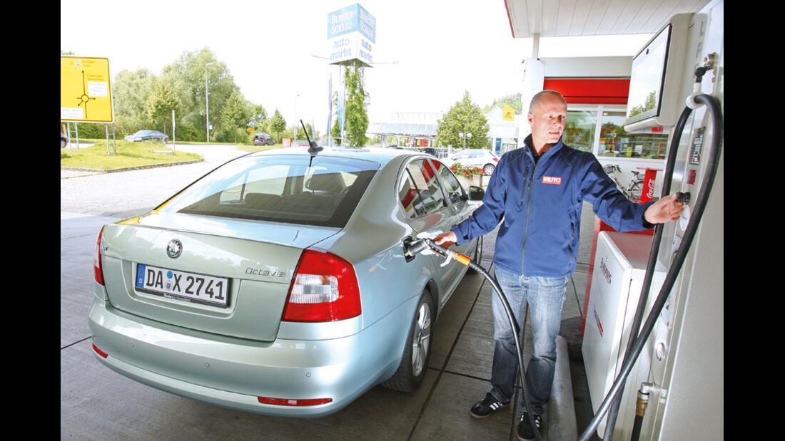 Skoda Octavia 1.6 LPG, Tankstelle