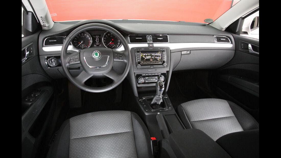 Skoda Superb Combi 1.6 TDI GreenLine, Cockpit, Lenkrad