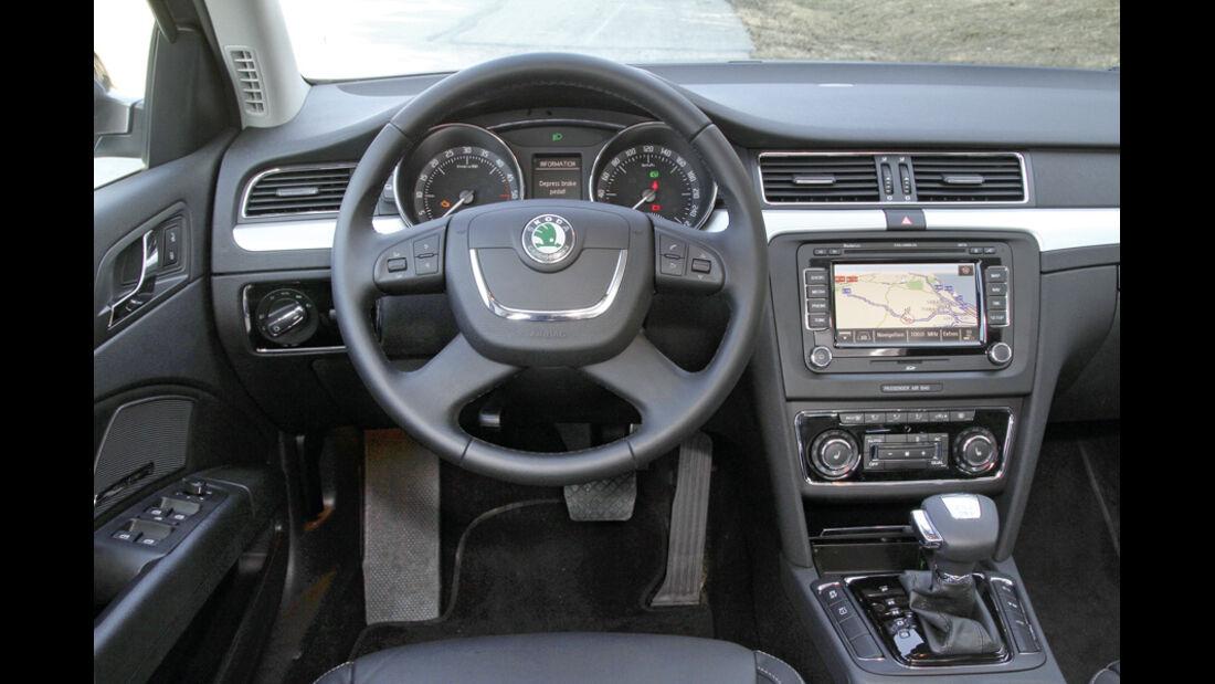 Skoda Superb Combi 2.0 TDI 4x4 DSG, Cockpit