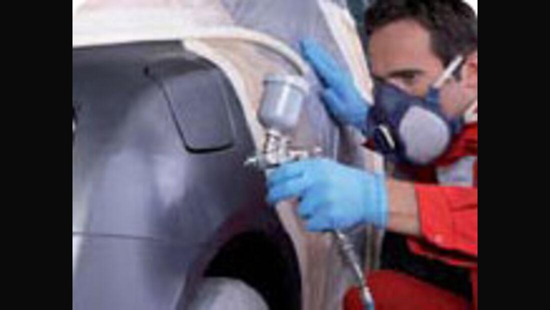 Smart-Repair ist eine effiziente und budgetspartende Alternative zu herkömmlichen Reparaturmethoden. Kleinere Schäden lassen sich so schnell und kostengünstig beheben.