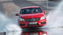 Sommerreifen-Test, Mercedes A 250, Wasserdurchfahrt