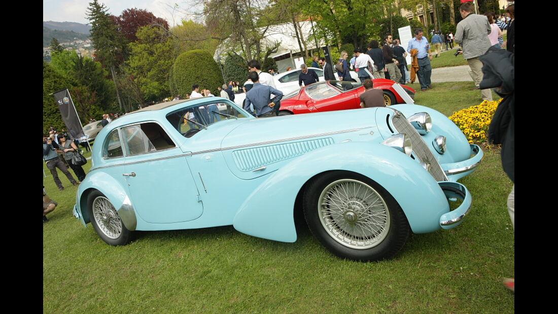 Sonerschau 100 Jahre Alfa-Romeo - 8 C 2900 Lungo Touring  (1938) bei der Villa Erba Villa d'Este 2010.