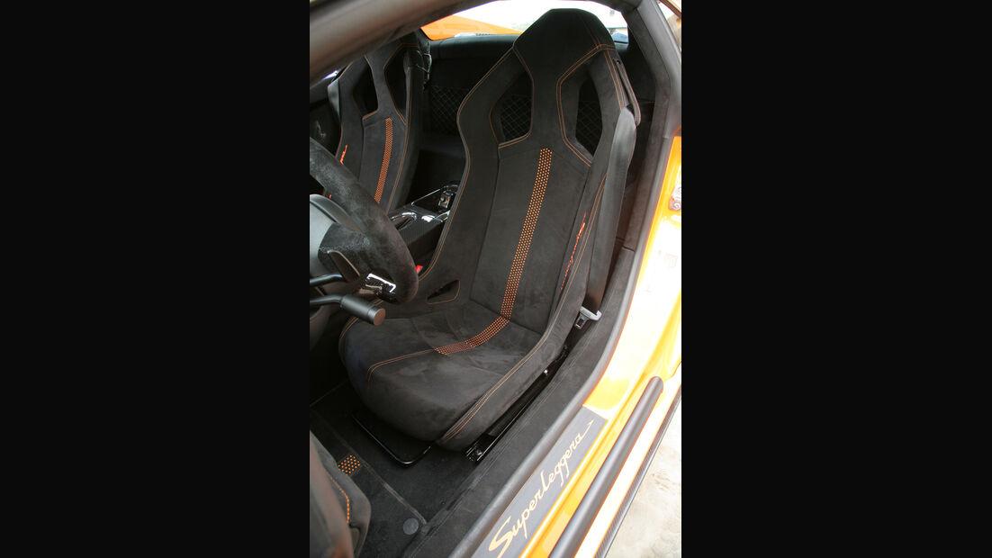 Sparco-Schalensitze im Lamborghini Gallardo LP 570-4 Superleggera Fahrersitz