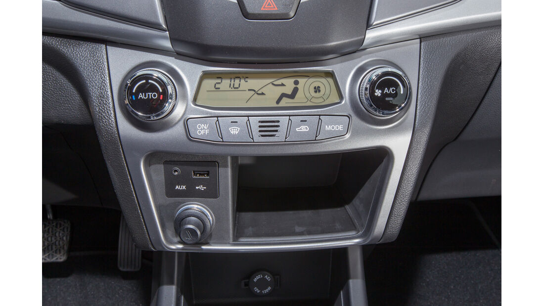SsangYong Korando e-XDi 200, Mittelkonsole