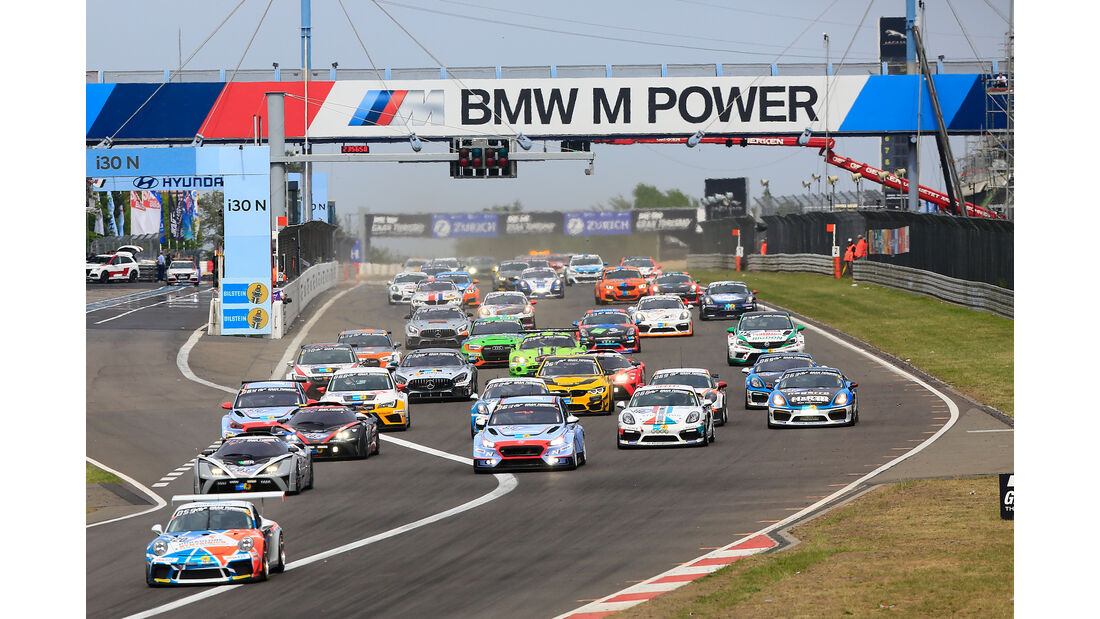Start - Gruppe 2 - 24h-Rennen Nürburgring - Nordschleife - Samstag - 12.5.2018