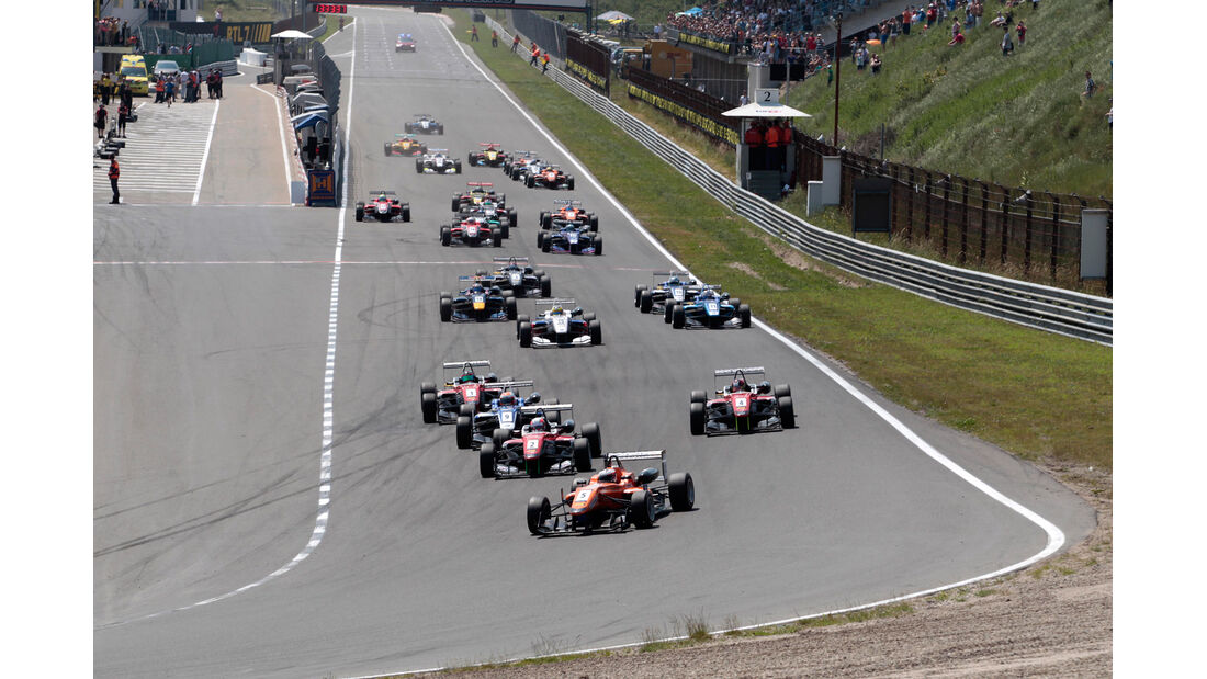 Start - Masters of Formula 3 2013