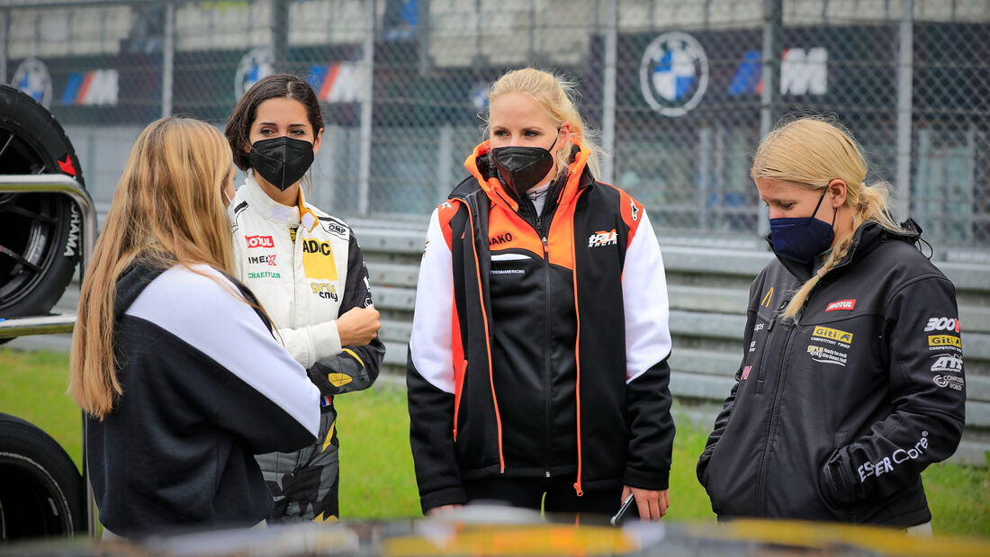 Startaufstellung vor dem Restart - 24h-Rennen Nürburgring - Nürburgring-Nordschleife - 6. Juni 2021